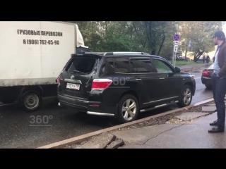 Грабители в масках посреди улицы напали на человека
