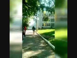 Взрыв, а затем стрельба. Момент убийства 18 человек в политехническом колледже в Керчи..mp4