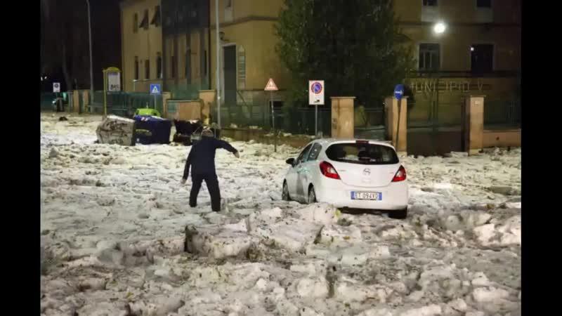 Maltempo Grandinata a ROMA, grandine e strade allagate video 22.10.2018 град Рим