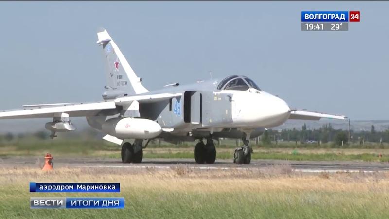 На аэродроме Мариновка начинающие летчики отрабатывают навыки управления бомбардировщиками