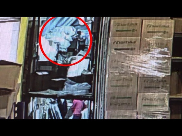 В Оренбурге в одном из магазинов коллега у коллеги вытащил из кошелька 13 тысяч рублей