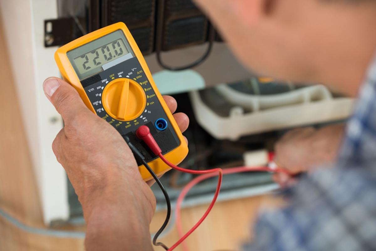 Истинное среднеквадратическое устройство (среднеквадратичное значение = среднеквадратичное значение) является одним из трех инструментов, которые могут измерять переменный ток (переменный ток) или переменное напряжение: True-среднеквадратичные цифровые мультиметры (или измеритель зажима) Средний цифровой мультиметр (или измеритель зажима)