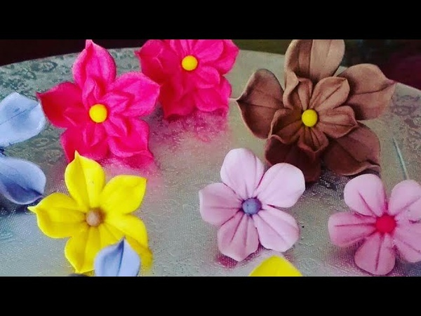 Floricele din pasta de zahar usor de facut.Flowers of sugar paste easy to prepare.