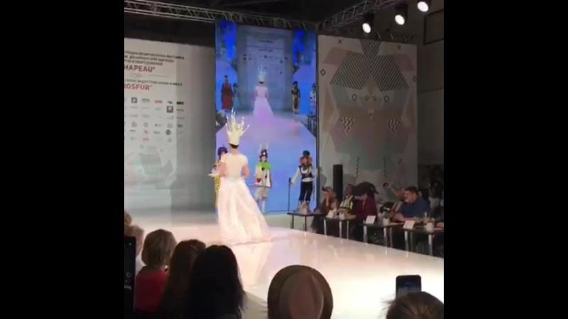 СНAPEAU 2018 Коллекция Алиса а стране чудес Образ белая шахматная королева