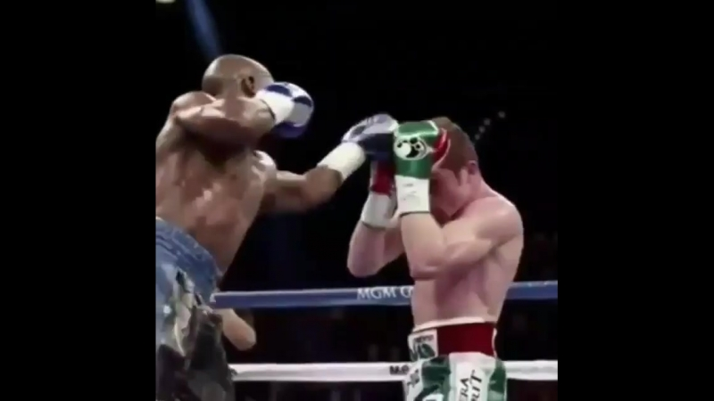 Флойд Мейвезер один из лучших мастеров защиты в боксе.