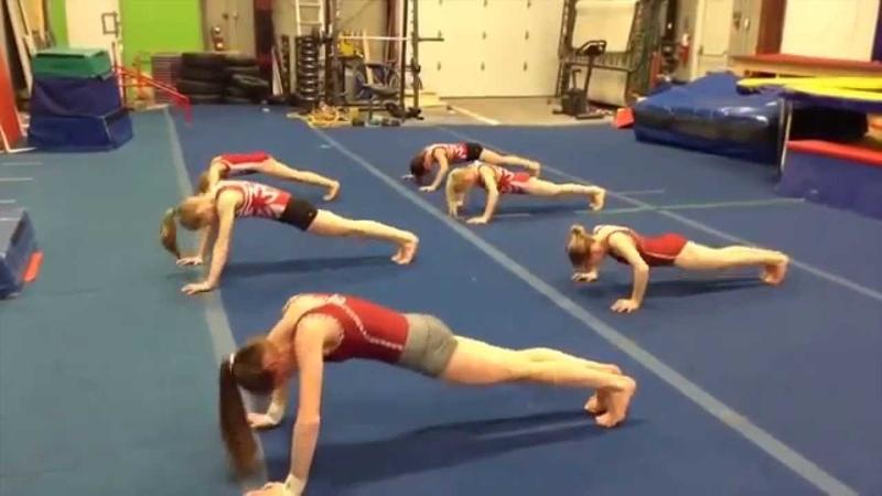 Как качают пресс гимнастки Комплексы упражнений