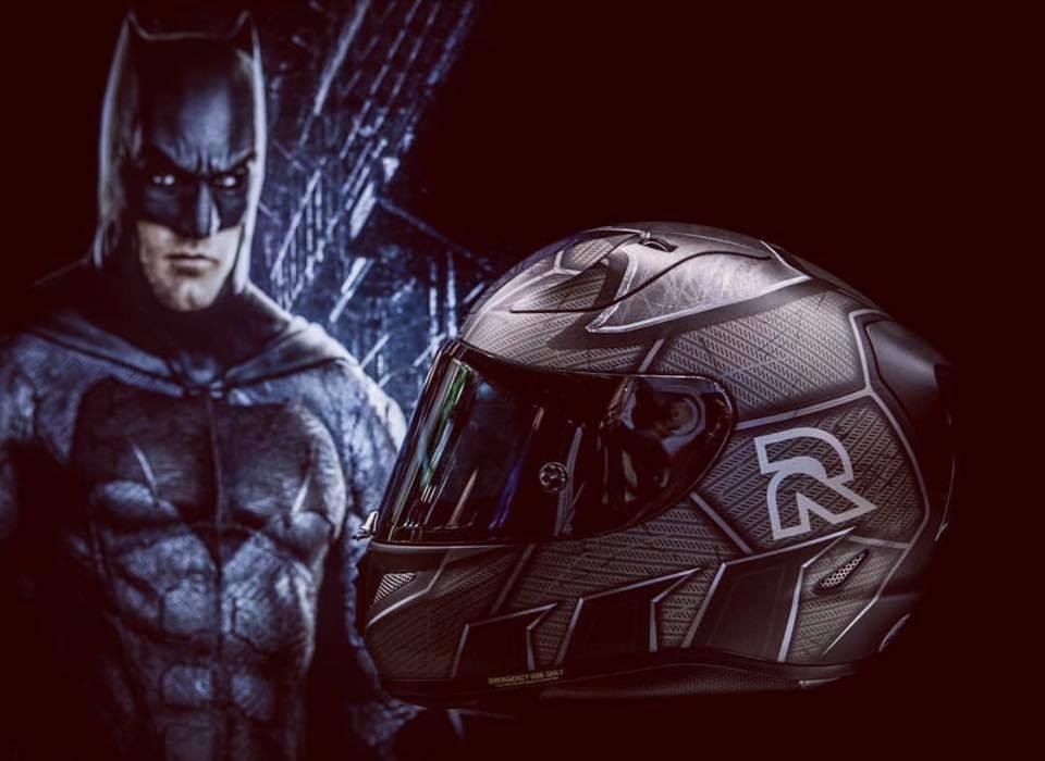 Мотошлемы HJC Batman и HJC Flash
