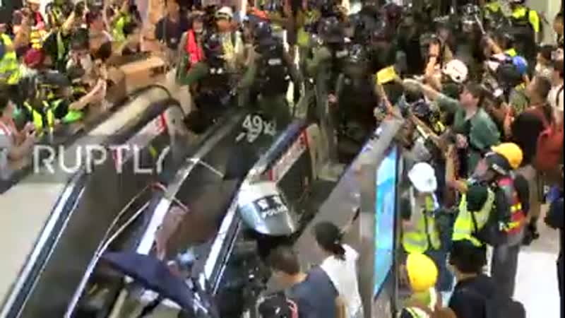 Hong Kong- Violent clashes as anti-extradition demos continue