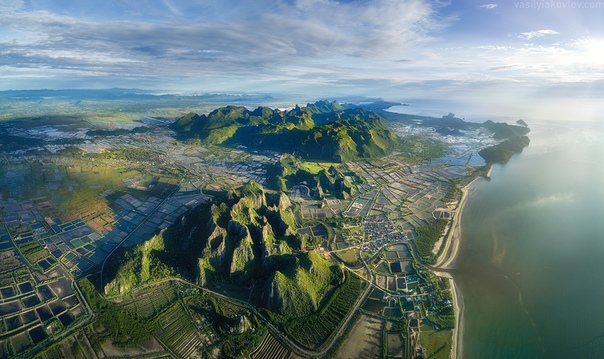 Горы национального парка hao Sam Roi Yot, провинция Прачуапкхирикхан, Таиланд Панорама на DJI Mavic Pro с высоты 1200м.Фото: Василий
