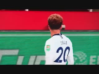 Dele alli gets hit by a water bottle thrown by an arsenal fan before making 2-0