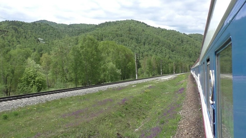 Горы и природа Байкала Вид из окна вагона Поездка на поезде