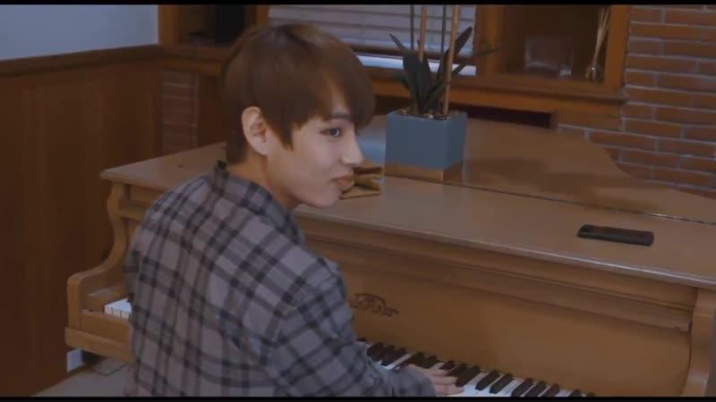 я учусь игре на пианино у чонгука (с) тэхён