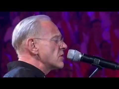 Un homme heureux William Sheller avec les Fous Chantants d'Alè