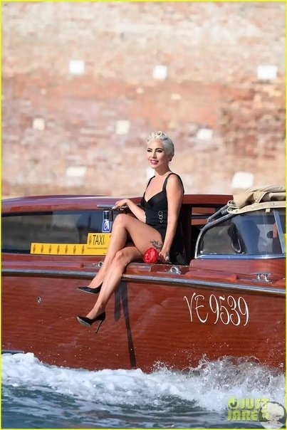 Леди Гага в Париже.