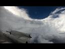 Полет сквозь глаз мощного урагана Флоренс и видео вращения циклона, снятое со спутника GOES-16.