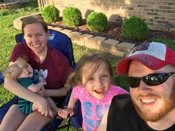 Родившийся без черепа ребенок, которому врачи прочили смерть, отпраздновал свой первый день рождения Когда жительница штата Миссури, Джессика Мастерсон, была на 24 неделе беременности, доктора