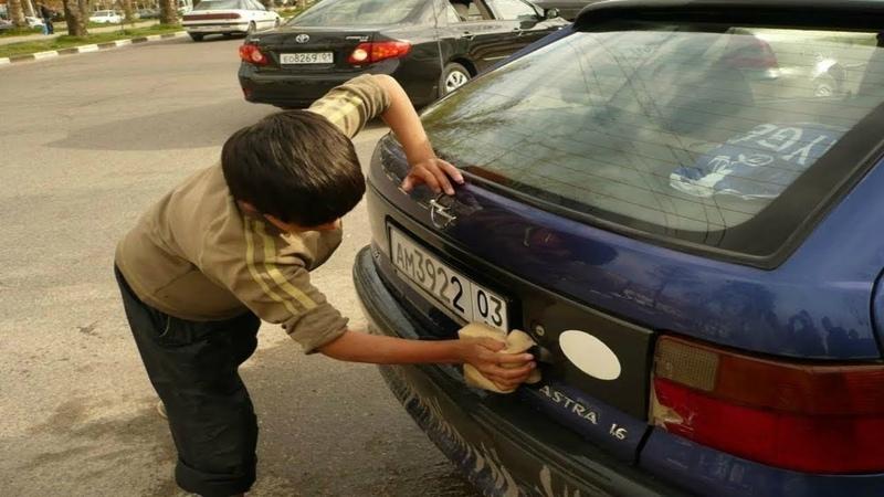 В детстве этот МАЛЬЧИК мыл машины, когда он повзрослел