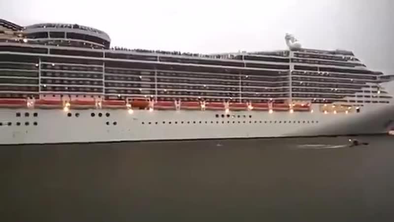 Фанатский круизный лайнер)