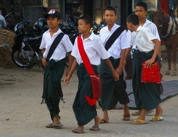 8 стран, в которых юбка — признак мужественности Все мы привыкли к тому, что мужчина в юбке — это непременно шотландец. Но, оказывается, что этот предмет одежды представители сильного пола носят