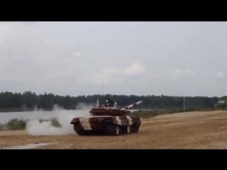 Один танк утопили, второй перевернули (6 sec)