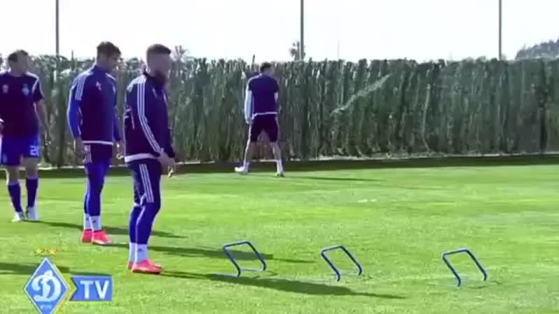 Футбольные упражнения на работу ног ловкость и окончания атаки