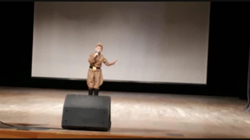 Фатыхов Радмир - идёт солдат по городу
