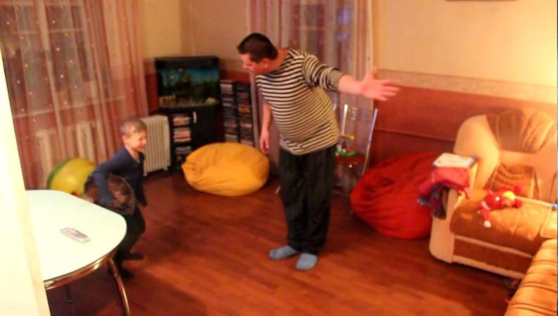 Как пнуть сына на диван за 3 секунды
