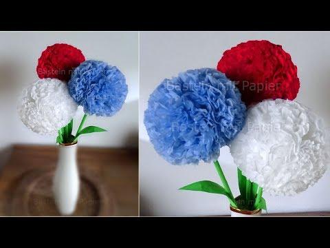 Runde Blumen basteln mit Papier-Servietten. Deko mit Pompoms selber machen. DIY Geschenkideen