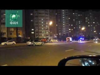 Водитель такси в Москве уснул за рулем и врезался в столб