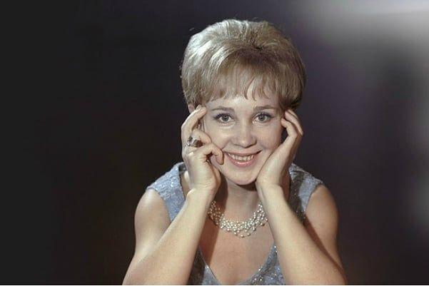 Надежда Румянцева, сегодня ее день рождения В каких фильмах она вам больше запомнилась .Спасибо за и подписку .Надежда Румянцева озвучила героиню Натальи Варлей в «Кавказской пленнице» -