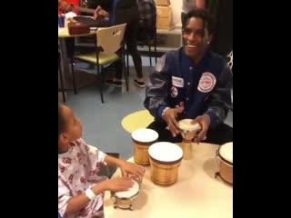 A$ap rocky посетил детский госпиталь [nr]
