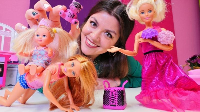 Barbie oyunu. Barbieye partide çok özel hediye veriyorlar! Barbie ailesi videosu