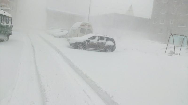 Весенняя снежная буря в Воркуте Россия Spring snow storm in Vorkuta Russia
