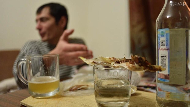 За отказ выпить житель Красноармейска избил знакомого тазом
