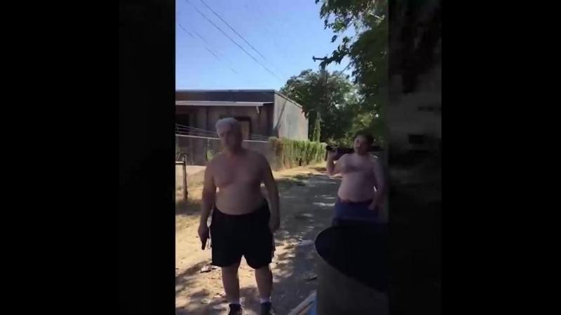 В Техасе двое мужчин расстреляли соседа из за споров о правилах выкидывания мусора