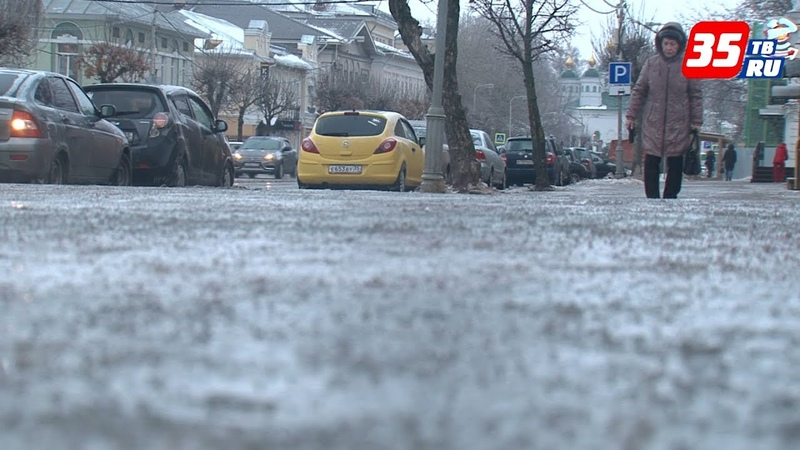 Гололёд и снегопад, травмы и аварии – первые два дня зимы в Череповце