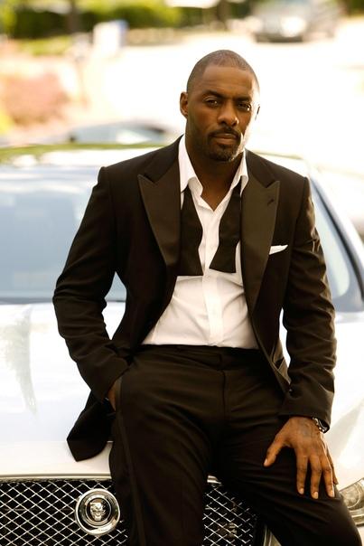 майкл кейн поддержал идею отдать роль джеймса бонда темнокожему идрису эльбе пока дэниел крэйг в последний раз примеряет образ джеймса бонда, весь голливуд гадает: кто же займет его место в этой