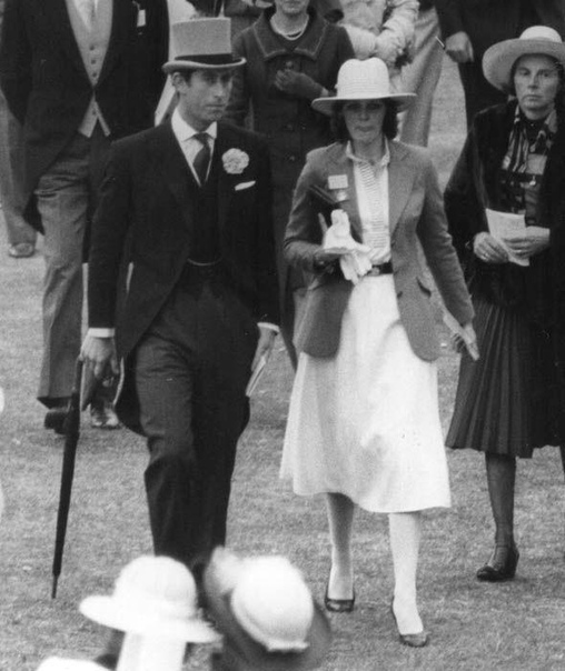 Принц Чарльз и Камилла Паркер-Боулз При жизни первой жены принца Чарльза, леди Дианы, которую во всем мире обожали, а сами англичане буквально боготворили, любовницу ее мужа, Камиллу