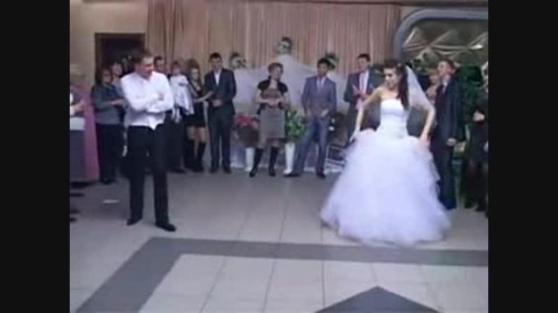 Прикольный танец жениха и невесты