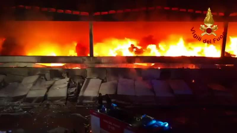 Huge rubbish fire blazes in Milan