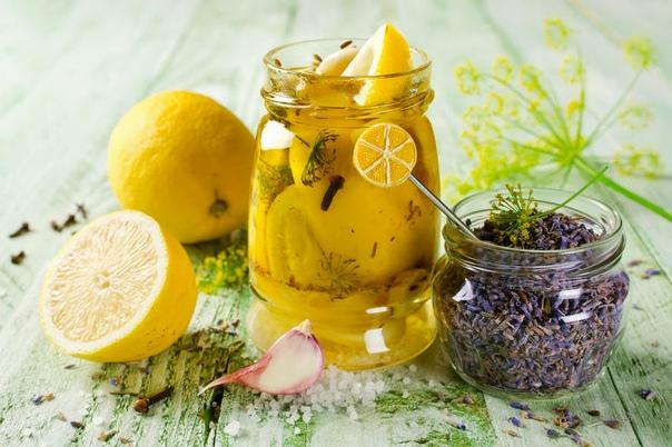 супер-дополнение к мясу: рецепт соленых лимонов соленые лимоны - блюдо марокканской кухни, которая изобилует пикантными сочетаниями, свежими и открывающими вкус продуктов по-новому. так, соленые