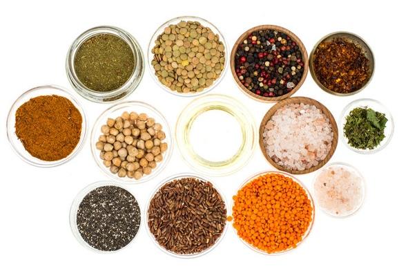 словарь гурмана: 8 основных видов перца видов перца существует немало красный, черный, белый, розовый, сладкий, халапеньо. как выбрать именно тот, который максимально подойдет к блюду эта специя
