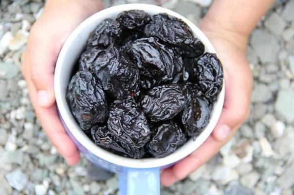 чего не получают те, кто не ест чернослив чернослив невероятно полезный сухофрукт и используется как вспомогательное средство в народной медицине с давних времен. а все потому, что сушеная слива