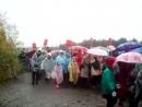 Несчастные дети. В дождевиках и с зонтиками: в Екатеринбурге школьники шли 8 км крестным ходом под дождём