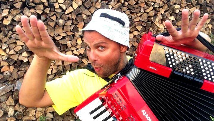 Семён Фролов on Instagram LOBODA SuperSTAR на Электро аккордеоне Как вам звучание ПервыйВмиреДиджейНаАккордеоне эксперимент этот и другие на