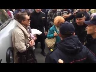 Видео задержания. В Бресте прошли суды над протестующими против аккумуляторного завода