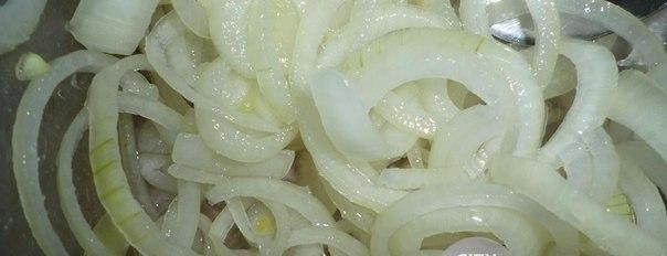 Маринованный лук Маринованный лучок для шашлыка, салатов и просто с хлебушком покушать 4-5 луковиц 2-3 зубчика чеснока 2-3 ст.л. уксуса 5 ст.л. растительного масла 2-3 ч.л. сахара лавровый лист