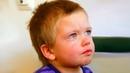 Сашка лежал и плакал на кровати в комнате детдома… Он не понимал, куда пропали его мама и папа…