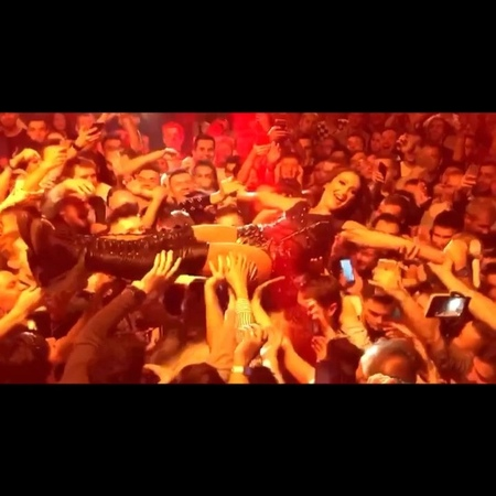 """Ольга Бузова on Instagram: """"Вчера я исполнила свою мечту 🤩🥰 Всегда хотела прыгнуть со сцены в зал 🤗 чтобы оказаться на руках моих любимых людей 🤩🥰 ..."""