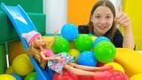 Кукла Афтер Хай Эшлин готовится в школу. Игры в куклы
